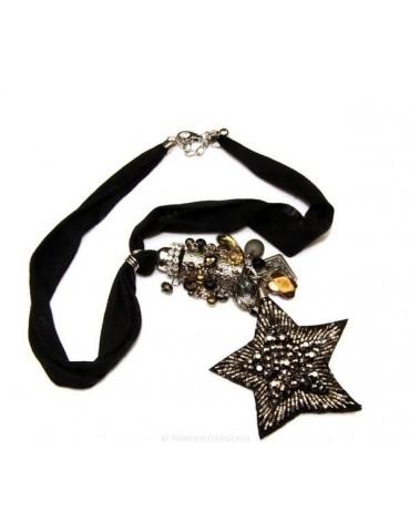 Bigiotteria : Collana lunga con pendente ciondolo a stella e perline applicate. Nera e laminata argento