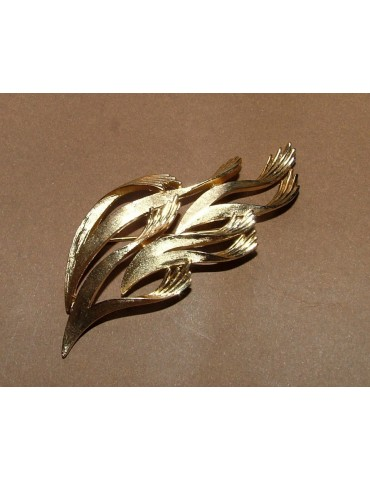 VINTAGE collectible 70s Trifari little hands brooch